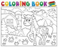 Cheval de livre de coloriage près du thème 1 de ferme Photo stock
