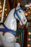Cheval de sourire de carrousel image libre de droits