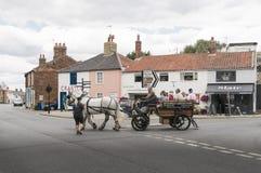 Cheval et chariot dans Southwold, Suffolk R-U photographie stock libre de droits
