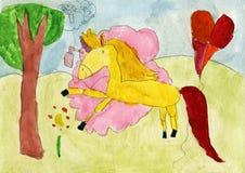 Cheval jaune peint en nuage rose de parfum Images stock