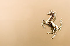 Cheval métallique de logo de ferrari Image libre de droits