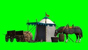 Cheval, tente médiévale et vieux chariot en bois sur le fond vert Image stock