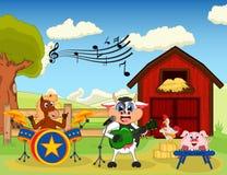 Cheval, vache, porc et poulet jouant la musique à la ferme Photographie stock libre de droits