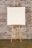 Chevalet avec la toile carrée images libres de droits