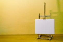 Chevalet de peinture avec la toile Photo libre de droits
