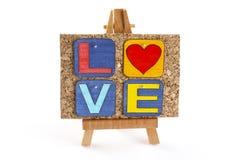 Chevalet en bois avec amour de corkboard et de mot Photos stock