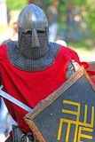 Chevalier médiéval dans la fin de bataille  Photographie stock libre de droits