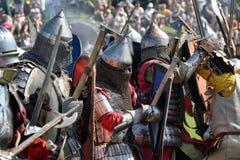 Chevaliers dans l'armure avec des boucliers Photos libres de droits