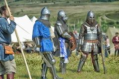 Chevaliers dans l'armure avec des boucliers Images libres de droits
