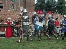 Chevaliers joutants au château teutonic Photo stock