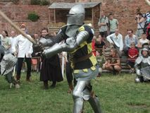 Chevaliers joutants au château teutonic Images stock