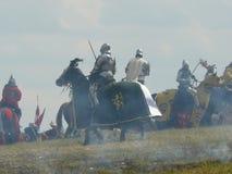 Chevaliers sur la reconstruction de la bataille de Grunwald Photos stock