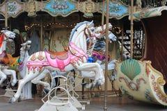 Chevaux peints de carrousel, Paris, France Images stock