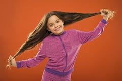 cheveu de concept intense Cheveux brillants sains de fille d'enfant longs L'?l?ment principal le maintient propre Employez le sha images libres de droits
