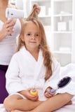 Cheveu de séchage après bain Photo stock