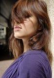 Cheveu sur les yeux de la belle femme Photos stock