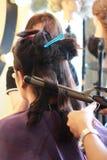 Cheveux de bordage faisant dans le salon Image stock