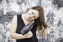 Cheveux de séchage de fille Photographie stock