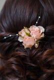Cheveux du ` s de jeune mariée de Boutonniere Images libres de droits