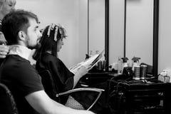 Cheveux faisant le salon images libres de droits
