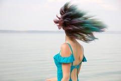 Cheveux femelles colorés flottant dans le mouvement Photo libre de droits