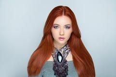 Cheveux oranges lumineux de femme Photos stock