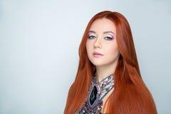 Cheveux oranges lumineux de femme Photographie stock