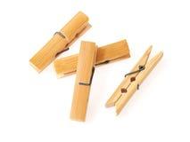 Chevilles en bois de tissu d'isolement sur le fond blanc Images stock