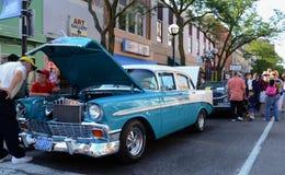 Chevrolet 1965 en la demostración de coche de la escultura del balanceo Imagenes de archivo