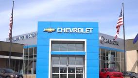 Chevrolet-Automobil-Verkaufsstelle und Logo des eingetragenen Warenzeichens stock video footage