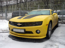 Chevrolet Camaro amarelo imagens de stock royalty free