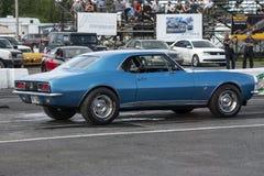 Chevrolet-camaro bij de beginnende lijn Stock Foto