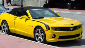 Chevrolet Camaro de pointe jaune solides solubles convertible Images stock