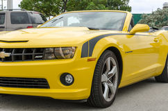 Chevrolet Camaro de pointe jaune solides solubles convertible Photos stock