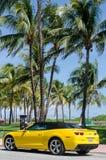 Chevrolet Camaro de pointe jaune solides solubles convertible Image stock