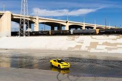 Chevrolet Camaro in de rivier van Los Angeles Royalty-vrije Stock Foto