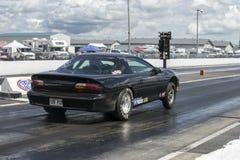 Chevrolet-camaro op het spoor Stock Foto