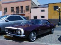 Chevrolet Camaro van de jaren '60 in het district van Pueblo Libre van Lima worden tentoongesteld dat Royalty-vrije Stock Fotografie