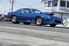 Chevrolet-camaro in voorbereiding bij de beginnende lijn Stock Foto's