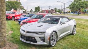 Chevrolet Camaros en Korvet, Woodward-Droomcruise, MI Stock Fotografie