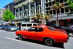Chevrolet Camero SS motor i en offentlig för muskelbil för USA klassisk medeltal royaltyfria foton