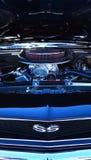 Chevrolet Camero SS motor i en offentlig för muskelbil för USA klassisk sho arkivfoton