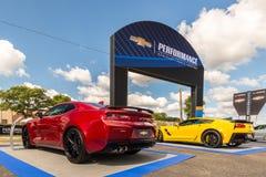 2016 Chevrolet Corvette, Camaro SS, travesía del sueño de Woodward, MI Foto de archivo