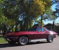 Chevrolet Corvette rojo restaurado obra clásica Imagen de archivo libre de regalías