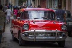 Chevrolet de brilho vermelho em Havana, Cuba Fotografia de Stock