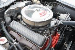Chevrolet-de motor van de Korvetpijlstaartrog op vertoning Royalty-vrije Stock Afbeeldingen