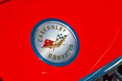 Chevrolet-embleem van Korvet Retro Oldtimer op carhood bij de jaarlijkse nationale oldtimerdag in Lelystad Stock Afbeeldingen