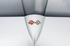 Chevrolet-het embleem van de Korvetpijlstaartrog op vertoning Stock Afbeeldingen