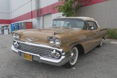 Chevrolet Impala su esposizione fotografie stock