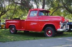 Chevrolet rojo clásico restaurado medio Ton Truck Foto de archivo